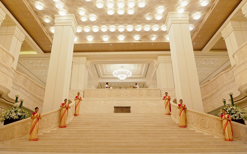 Top 10 of stunning hotel lobbies around the world for Top 10 best interior designers in the world