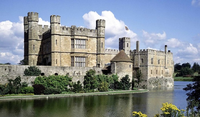 The 10 Most Haunted Hotels In Uk