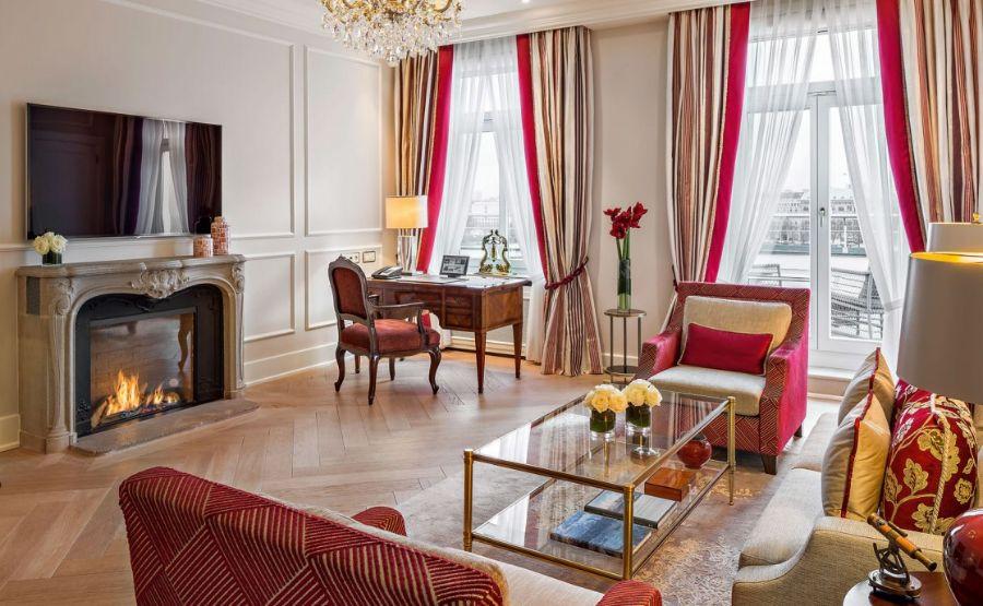 Fairmont Hotel Vier Jahreszeiten, A Crown in Hamburg's Hospitality
